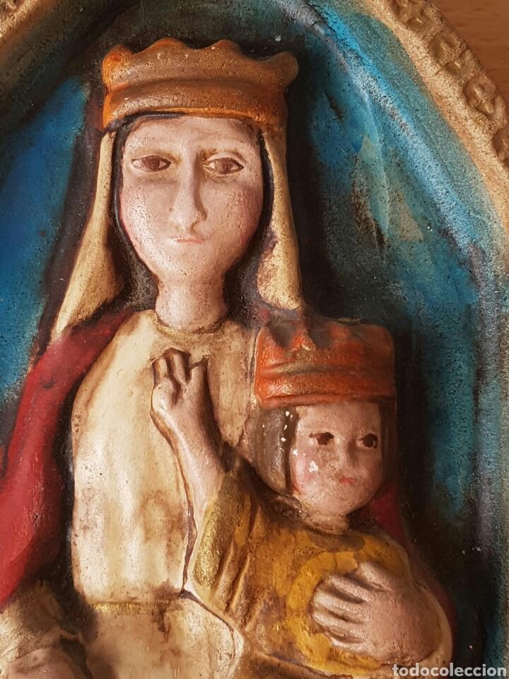 Antigüedades: Imagen religiosa virgen con niño gran relieve de 1986 - Foto 2 - 153976458