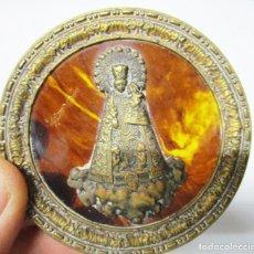 Antigüedades: PRECIOSA IMAGEN ANTIGUA VIRGEN DE LOS DESAMPARADOS VALENCIA EN BRONCE BURILADO SOBRE CAREY O SIMIL. Lote 154018826