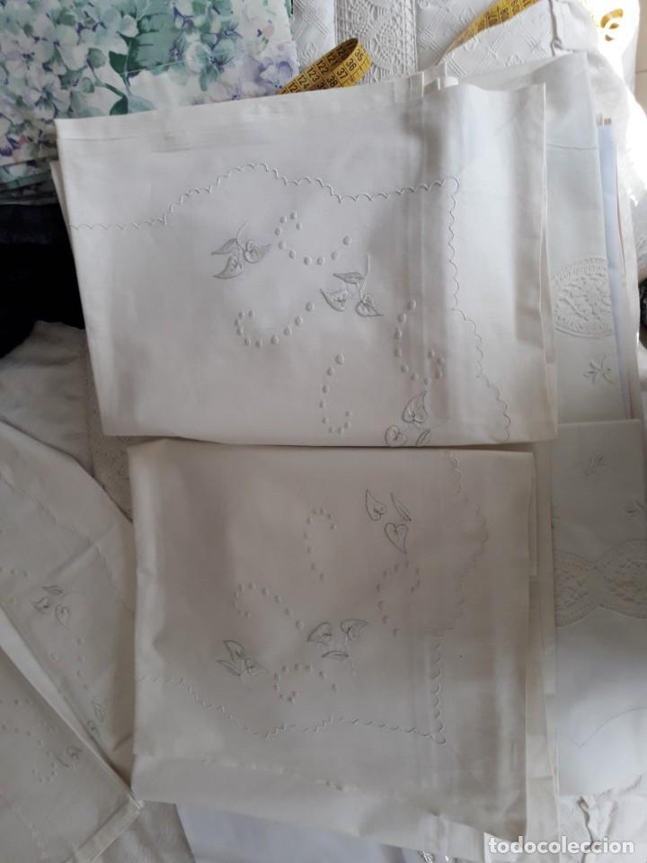 Antigüedades: sabana bordada a mano blanca y funda de almohada - Foto 8 - 154021166