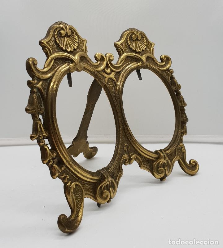 Antigüedades: Bello marco antiguo doble de estilo Victoriano en bronce con patitas . - Foto 4 - 154024418