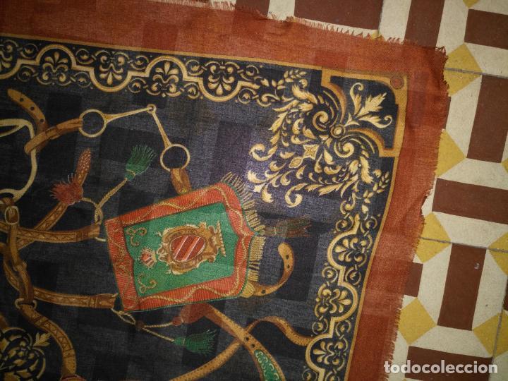 Antigüedades: PAÑUELO PICO CHAL TRAJE REGIONAL MANTON MODA COMPLEMENTO 124 CM - Foto 2 - 154040250