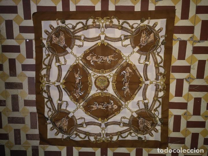 PAÑUELO PICO CHAL TRAJE REGIONAL MANTON MODA COMPLEMENTO CABALLOS 73 CM (Antigüedades - Moda - Otros)