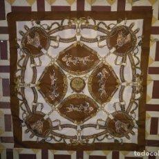 Antigüedades: PAÑUELO PICO CHAL TRAJE REGIONAL MANTON MODA COMPLEMENTO CABALLOS 73 CM . Lote 154041538