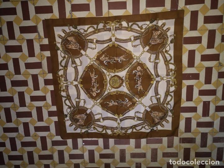 Antigüedades: PAÑUELO PICO CHAL TRAJE REGIONAL MANTON MODA COMPLEMENTO CABALLOS 73 CM - Foto 4 - 154041538