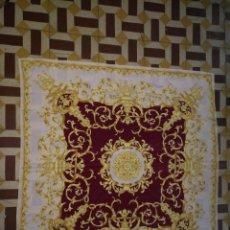Antigüedades: PAÑUELO PICO CHAL TRAJE REGIONAL MANTON MODA COMPLEMENTO CABALLOS 87 CM APROXIMADOS. Lote 154041698
