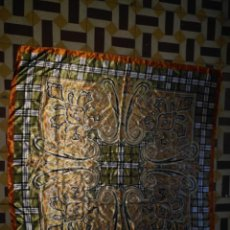 Antigüedades: PAÑUELO PICO CHAL TRAJE REGIONAL MANTON MODA COMPLEMENTO 89 CM APROXIMADOS. Lote 154042586