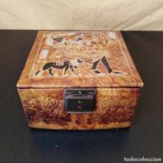 Antigüedades: ANTIGUO JOYERO ESTILO EGIPCIO - AÑOS 70 - SÍMIL PIEL - 13.5 CM. Lote 154059634