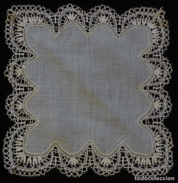 ANTIGUO PAÑUELO DE ENCAJE DE BOLILLOS - S. XIX (Antigüedades - Moda - Pañuelos Antiguos)