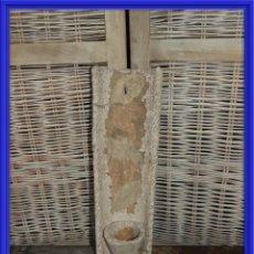 Antigüedades: MACETERO DE CERAMICA O BARRO CON FORMA DE TEJA PARA COLGAR. Lote 154151034