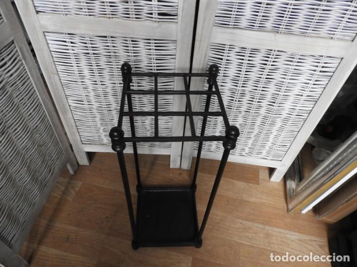 Antigüedades: PARAGUERO BASTONERO DE HIERRO NEGRO MUY DECORATIVO - Foto 2 - 154151266