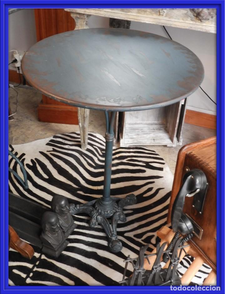 MESA VELADOR BISTRO PATA CENTRAL DE HIERRO Y CHAPA DE METAL (Antigüedades - Muebles Antiguos - Veladores Antiguos)