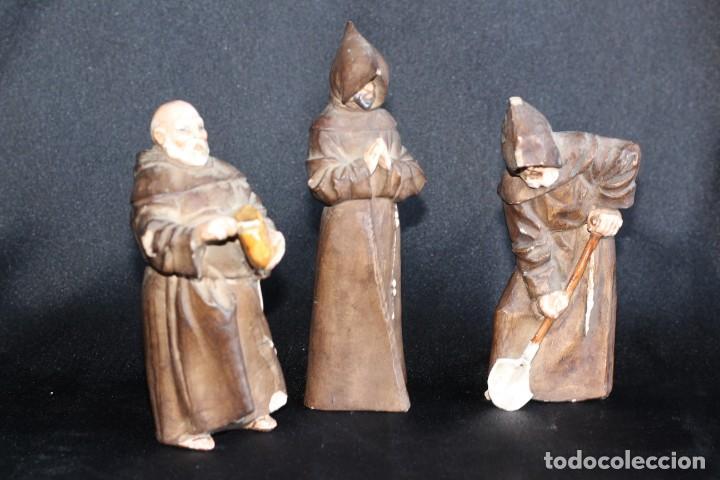 Antigüedades: DE COLECCIÓN TRES ANTIGUOS FRAILES DE ALGORA NUMERADOS Y FIRMADOS EN BASE - Foto 3 - 154164822