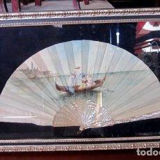 Antigüedades: ABANICO ANT, VARILLAS DE NACAR Y PAIS DE SEDA PINTADA CON ESCENA VENECIANA , ENMARCACION DE CALIDAD. Lote 154167966
