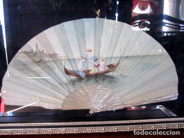 Antigüedades: Abanico ant, varillas de nacar y pais de seda pintada con escena veneciana , enmarcacion de calidad - Foto 2 - 154167966
