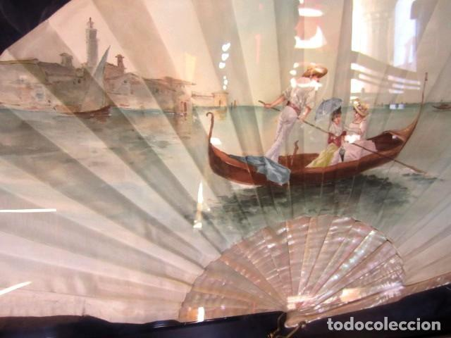 Antigüedades: Abanico ant, varillas de nacar y pais de seda pintada con escena veneciana , enmarcacion de calidad - Foto 4 - 154167966