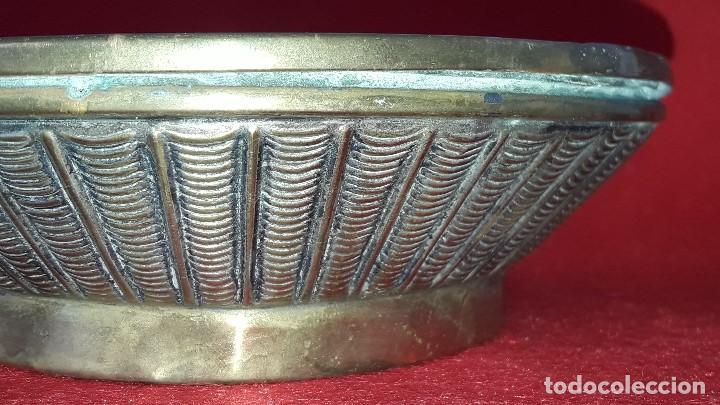 Antigüedades: HOSTIARIO , PATENA EUCARISTICA EN BRONCE LABRADO - Foto 3 - 154201818