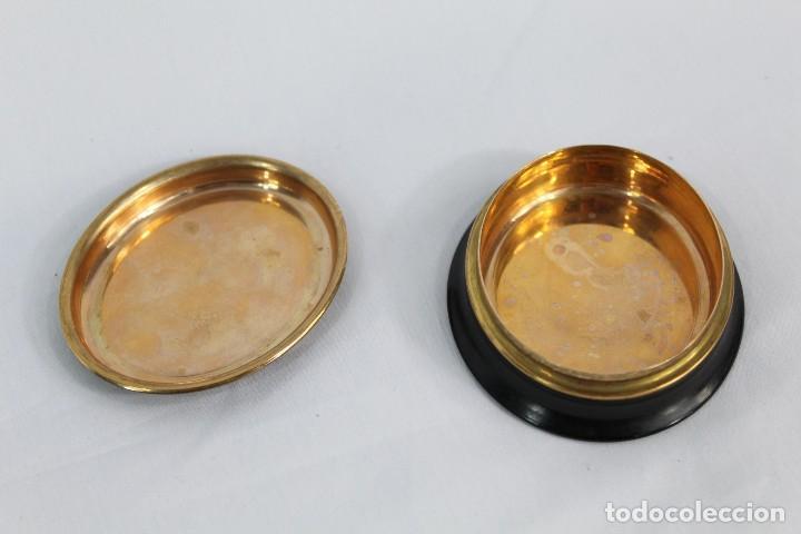 Antigüedades: Preciosa polvera de madera con inicial A y taraceado de madreperla. Fines XIX - Foto 4 - 154240846