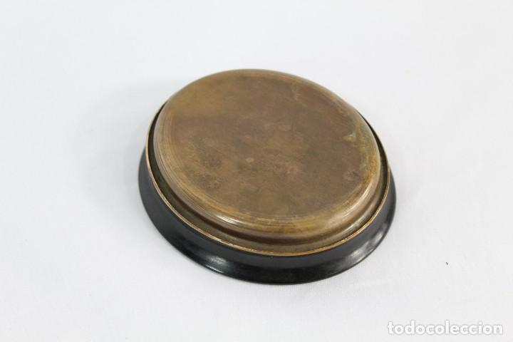 Antigüedades: Preciosa polvera de madera con inicial A y taraceado de madreperla. Fines XIX - Foto 5 - 154240846
