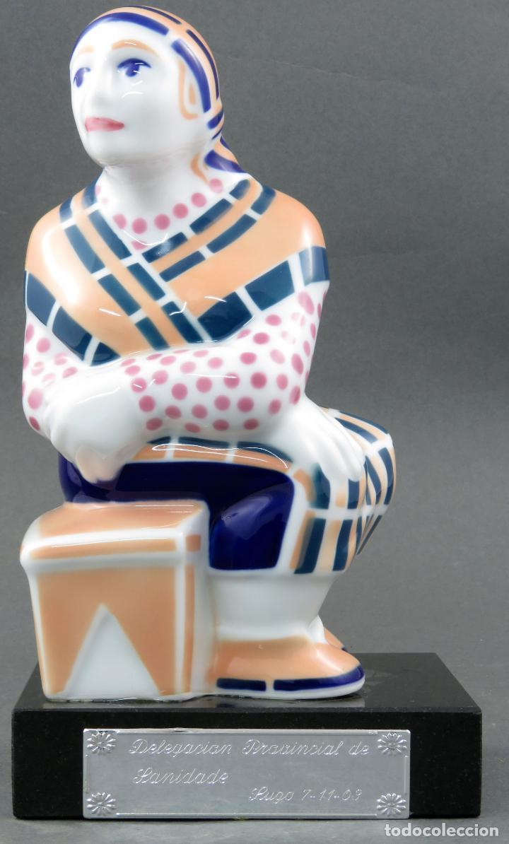 FIGURA CAMPESINA SUJETALIBROS EN CERÁMICA CASTRO SARGADELOS CON BASE MÁRMOL 2003 (Antigüedades - Porcelanas y Cerámicas - Sargadelos)