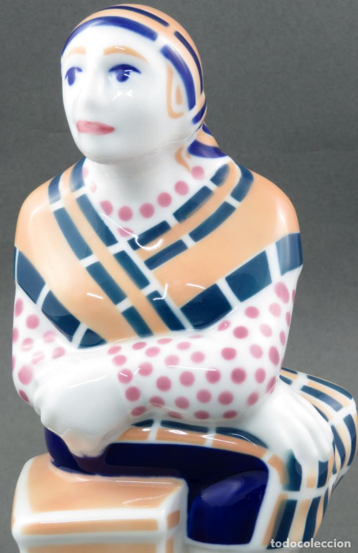 Antigüedades: Figura campesina sujetalibros en cerámica Castro Sargadelos con base mármol 2003 - Foto 2 - 154263074