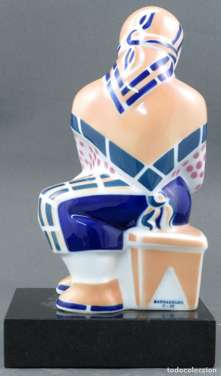 Antigüedades: Figura campesina sujetalibros en cerámica Castro Sargadelos con base mármol 2003 - Foto 4 - 154263074