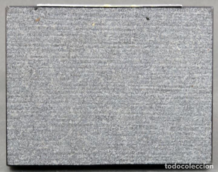 Antigüedades: Figura campesina sujetalibros en cerámica Castro Sargadelos con base mármol 2003 - Foto 8 - 154263074