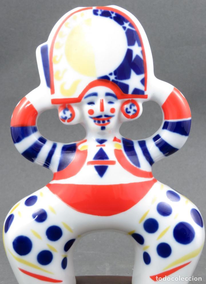 Antigüedades: Figura arlequín en cerámica Castro Sargadelos base de madera siglo XX - Foto 2 - 154267546