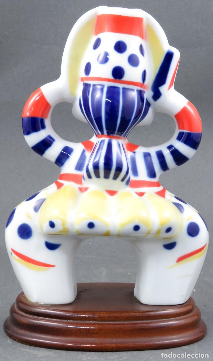 Antigüedades: Figura arlequín en cerámica Castro Sargadelos base de madera siglo XX - Foto 4 - 154267546