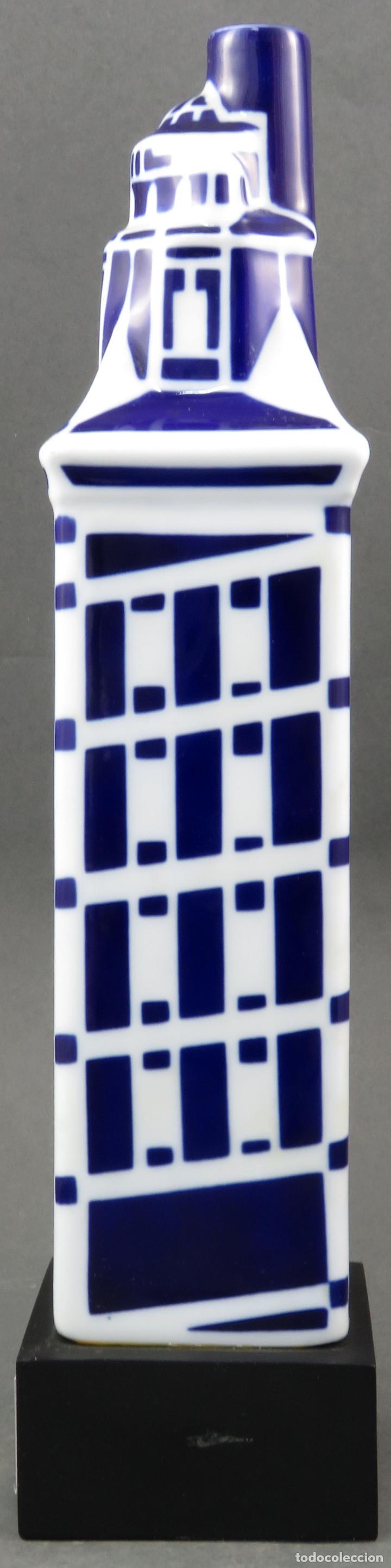 Antigüedades: Botella Torre de Hercules en cerámica Castro Sargadelos 1997 con base de madera - Foto 2 - 154268918
