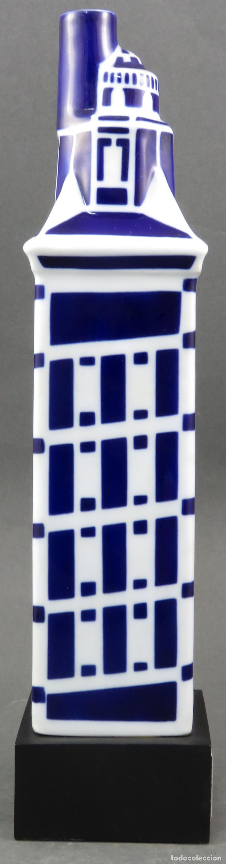 Antigüedades: Botella Torre de Hercules en cerámica Castro Sargadelos 1997 con base de madera - Foto 4 - 154268918