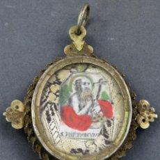 Antigüedades: RELICARIO GRABADO ILUMINADO DE SAN JERÓNIMO Y SEDA BORDADA EN PLATA DORADA SIGLO XVII. Lote 154285518