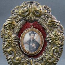 Antigüedades: IMAGEN SAN IGNACIO DE LOYOLA ÓLEO SOBRE MARFIL MARCO EN BRONCE DORADO Y TERCIOPELO SIGLO XVIII. Lote 154285814