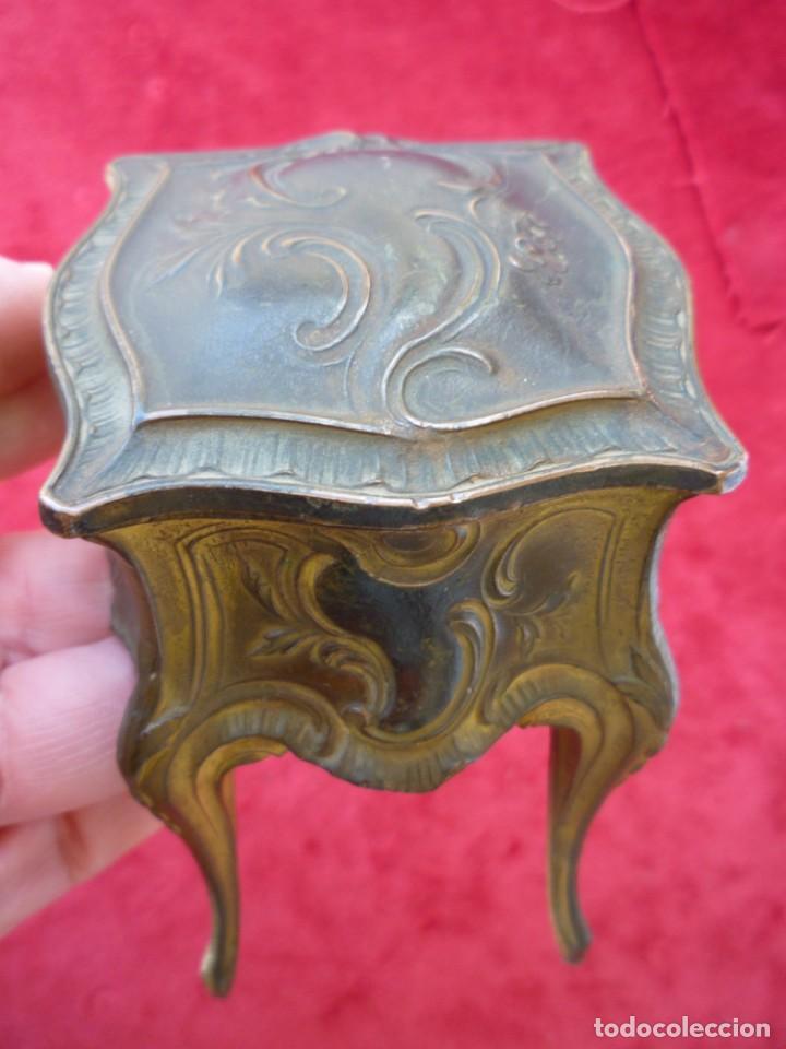 Antigüedades: JOYERO INTERIOR CAPITONÉ DE CALAMINA DORADO SELLADO Y NUMERADO CIRCA 1920 PERFECTO - Foto 11 - 154286038