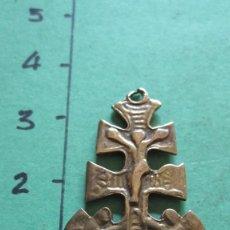 Antigüedades: CRUZ DE CARAVACA EN BRONCE DEL XIX. Lote 154286678