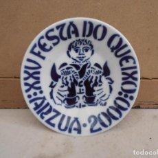 Antigüedades: PLATO TIPO CAFE -- SARGADELOS XXV FESTA DO QUEIXO - ARZUA 2000. Lote 154298806