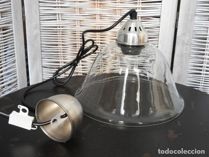 Antigüedades: LAMPARA DE CRISTAL O FOCO DE TECHO CON FORMA ACAMPANADA IDEAL PARA COCINA - Foto 2 - 154314910