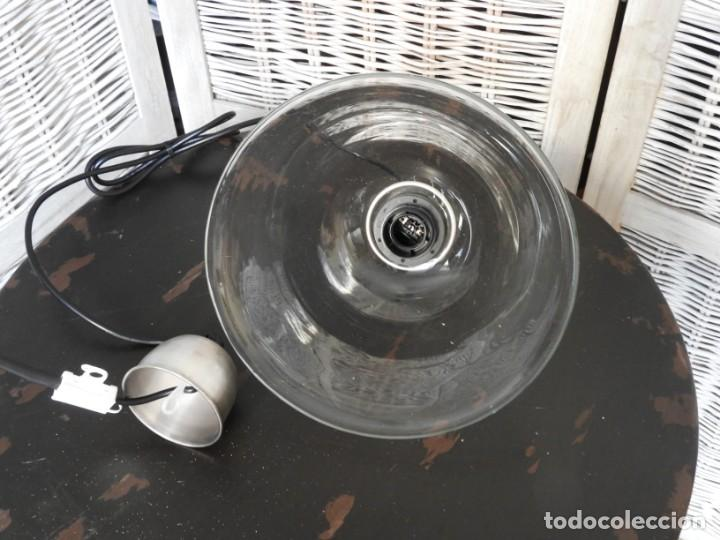 Antigüedades: LAMPARA DE CRISTAL O FOCO DE TECHO CON FORMA ACAMPANADA IDEAL PARA COCINA - Foto 4 - 154314910