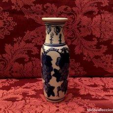 Antigüedades: JARRÓN - FLORERO DE PORCELANA CHINA.. Lote 154335094