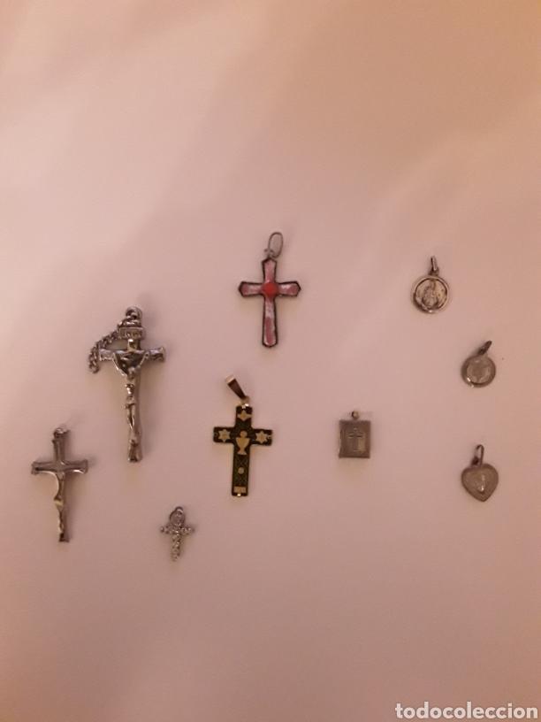 LOTE CON ANTIGUOS CRUCIFIJOS, CRUZ ESMALTADA, MEDALLAS Y LIBRITO CON IMAGEN RELIGIOSA... (Antigüedades - Religiosas - Cruces Antiguas)