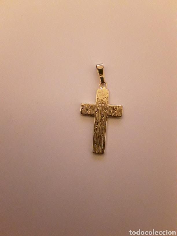 Antigüedades: Lote con antiguos crucifijos, cruz esmaltada, medallas y librito con imagen religiosa... - Foto 6 - 154348481