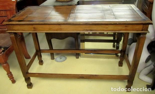CONSOLA COLONIAL, TAPA CON TARACEA Y BAMBU (Antigüedades - Muebles Antiguos - Consolas Antiguas)