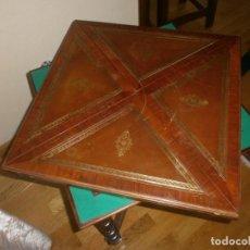 Antigüedades: ANTIGUA MESA DESPLEGABLE DE JUEGO EN MADERA. Lote 154397022