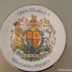 Antigüedades: PLATO PEQUEÑO DE PORCELANA JUBILEO DE PLATA REINA ELIZABETH II. ENGLAND 1952 - 1977. Lote 154412166