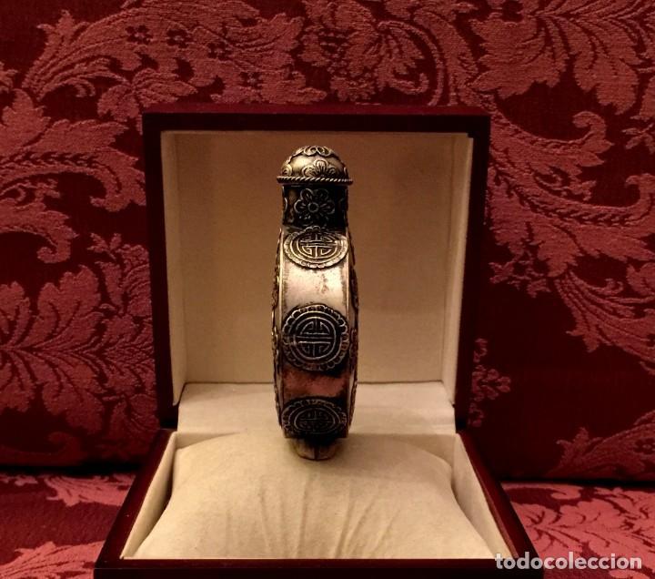Antigüedades: SNUFF BOTTLE - PERFUMERO DE PLATA MIAO REPUJADA - 61 GRAMOS. - Foto 5 - 154434934