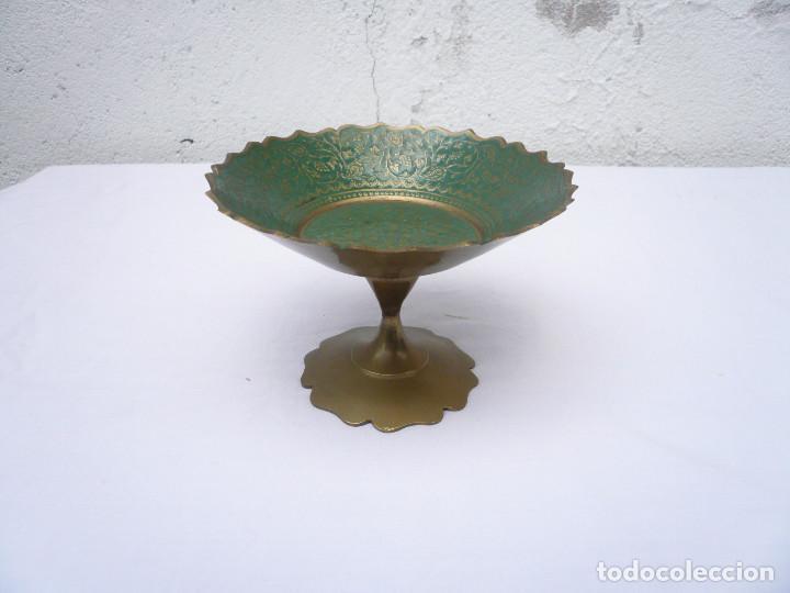 Antigüedades: COPA PEQUEÑO FRUTERO DE LATÓN ESMALTADO EN VERDE - Foto 2 - 154456162
