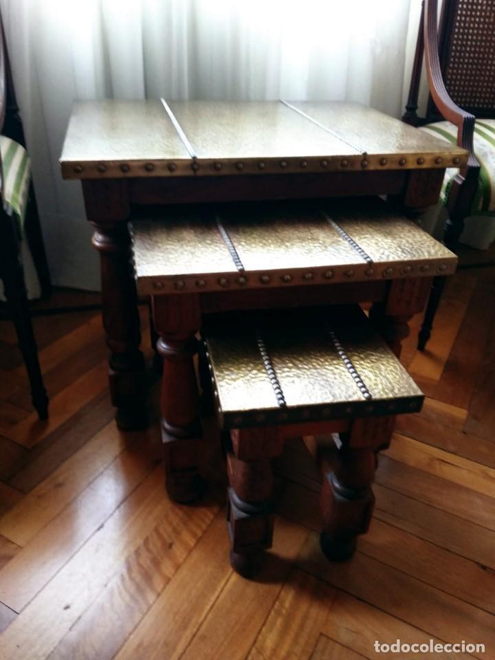 MESAS NIDO ESTILO CASTELLANO COBRE AMARTILLADO (Antigüedades - Muebles Antiguos - Mesas Antiguas)