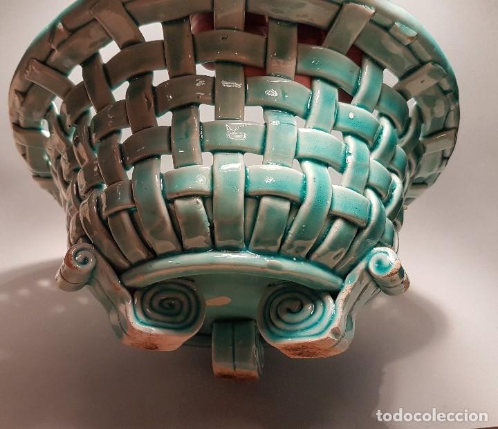 Antigüedades: PRECIOSO Y ANTIGUO CENTRO CERAMICA TRENZADA VIDRIADA EN AZUL TURQUESA MANISES AÑOS 1950 - Foto 2 - 154514586