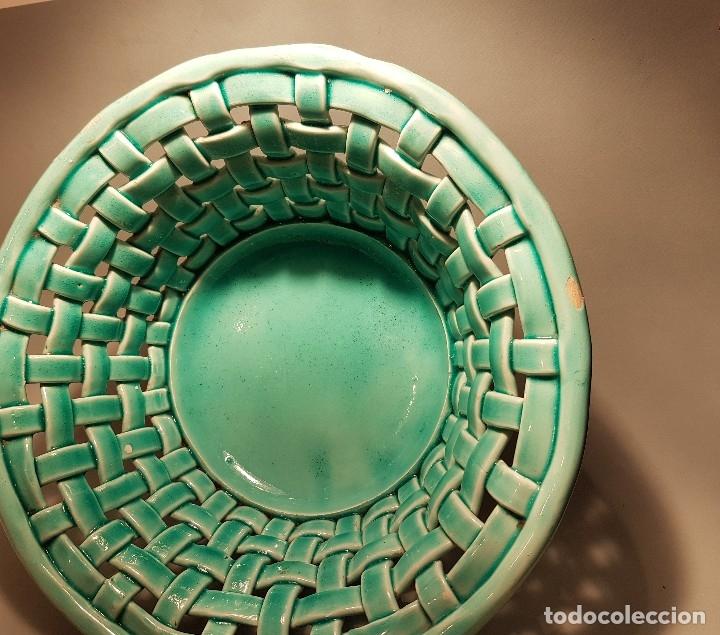 Antigüedades: PRECIOSO Y ANTIGUO CENTRO CERAMICA TRENZADA VIDRIADA EN AZUL TURQUESA MANISES AÑOS 1950 - Foto 3 - 154514586