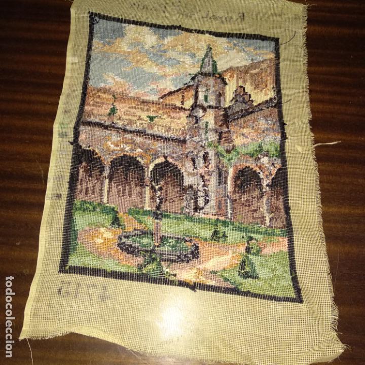 Antigüedades: Tapiz bordado motivo eclesiástico 42x28 cm - Foto 3 - 154545102