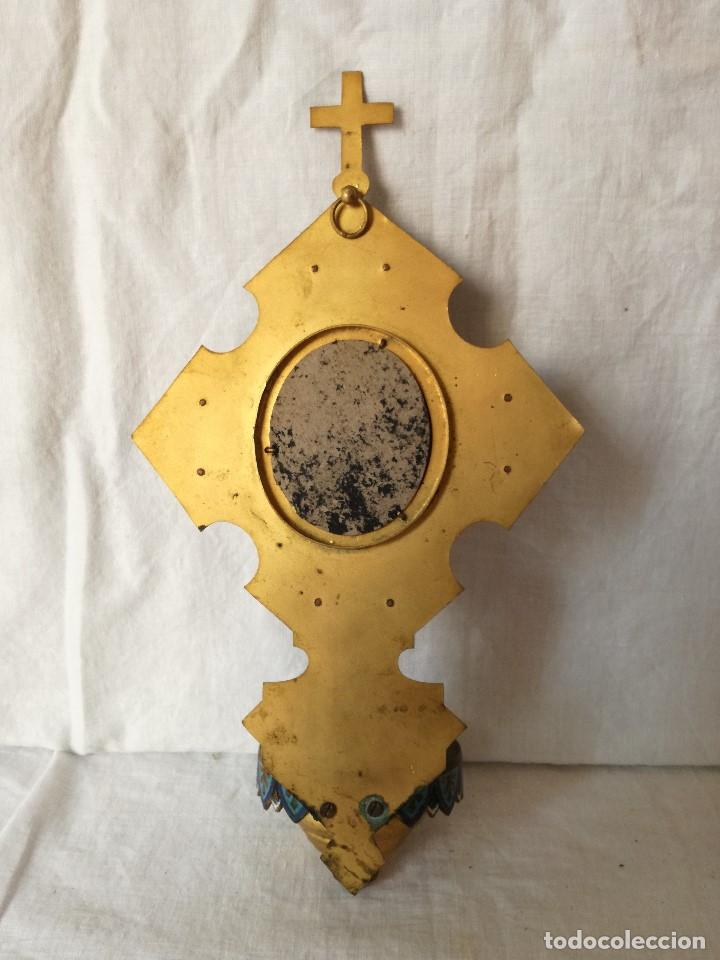 Antigüedades: ANTIGUA BENDITERA EN BRONCE CON ESMALTE CLOISONÉ Y PLACA CERAMICA ESMALTADA. - Foto 6 - 154545634